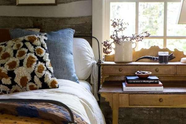 Rustic bedroom design with vintage details