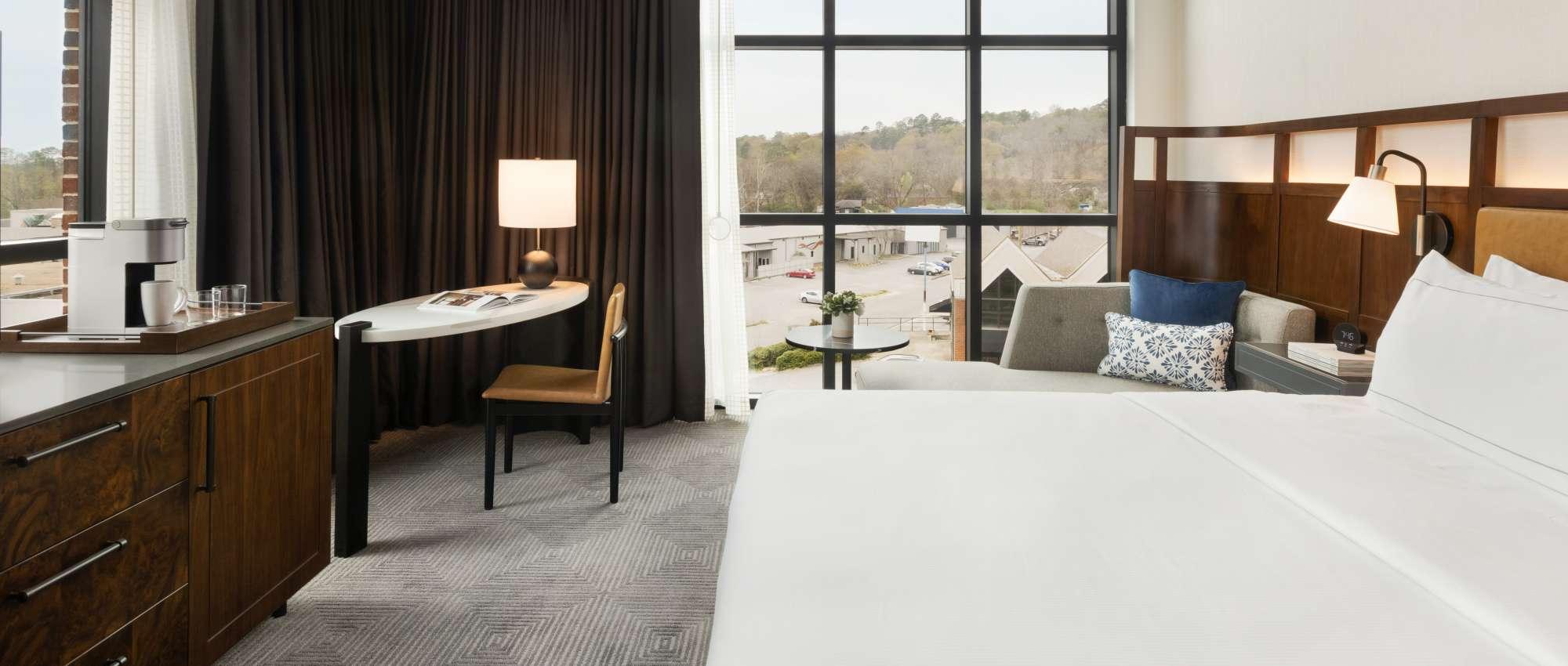 Guestroom at Valley Hotel Homewood Birmingham